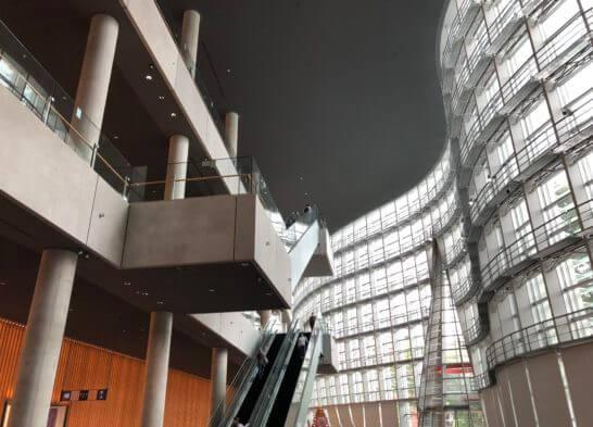 国立新美術館の2階へのエレベーター