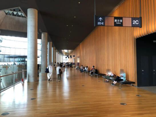 国立新美術館の2階