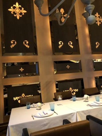 セントレジスホテル大阪のラ ベデュータのテーブル
