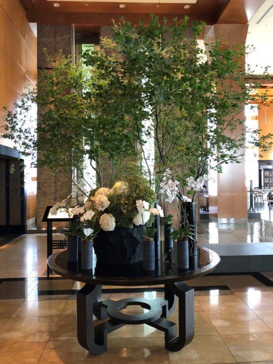ザ・リッツ・カールトン東京のロビーフロアの花