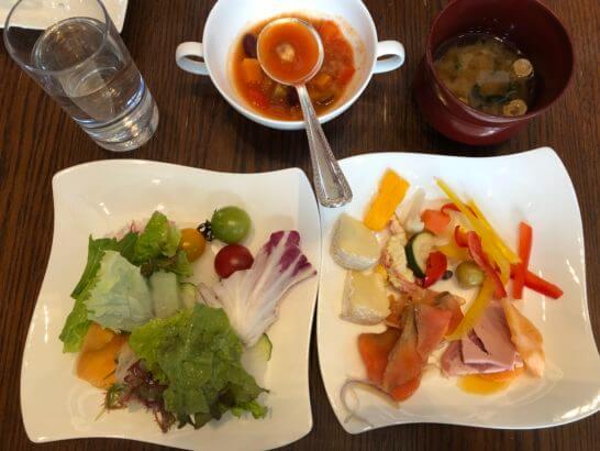 セントレジスホテル大阪の朝食(スープ・サラダ・コールドミール)