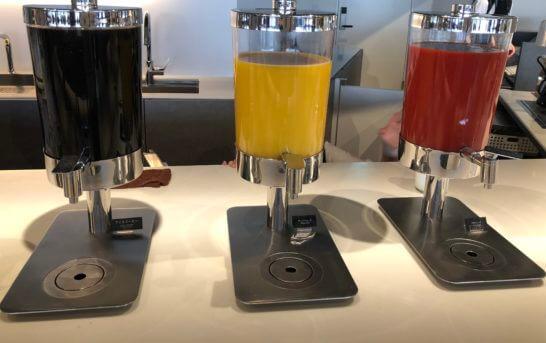 羽田空港のパワーラウンジ ノースのアイスコーヒー・ジュース