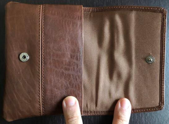 アメックスの誕生日プレゼントの牛革製ポケットティッシュケースを開いたところ
