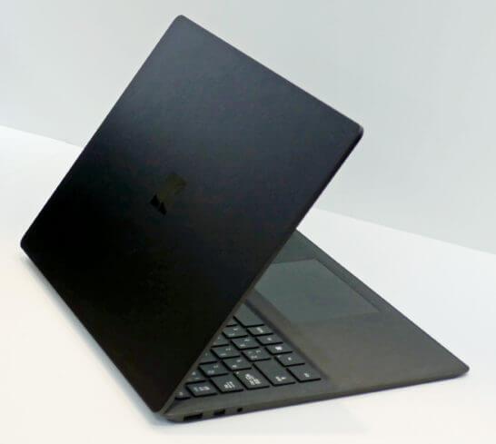 Surface Laptop 2(新色ブラック)の裏面