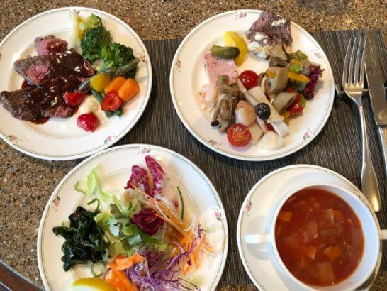 ロイヤルパークホテルのビュッフェレストランの食事