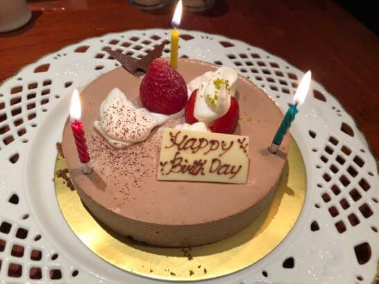 ヒルトン東京ベイの夕食のバースデーケーキ