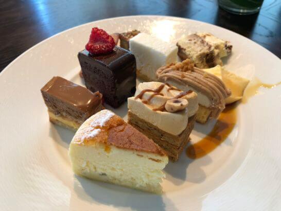 フォーシーズンズホテル丸の内 東京のランチビュッフェのケーキ類