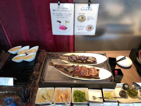 ホテル日航高知旭ロイヤルの朝食メニュー(鰹のたたき、温泉卵)