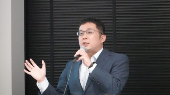 解説するマネックス証券 トレードステーション推進室の 山田真一郎さん