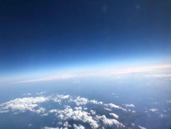 JALの機中からの青空と地球