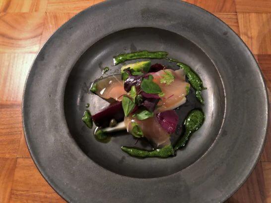 タヴァンの冬野菜のアラグレック メカジキマグロのスモーク アップルケッパーソース