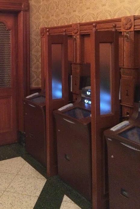 ディズニーランド内の三井住友銀行のATM