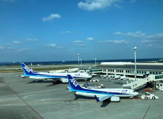 那覇空港に駐機するANAの飛行機