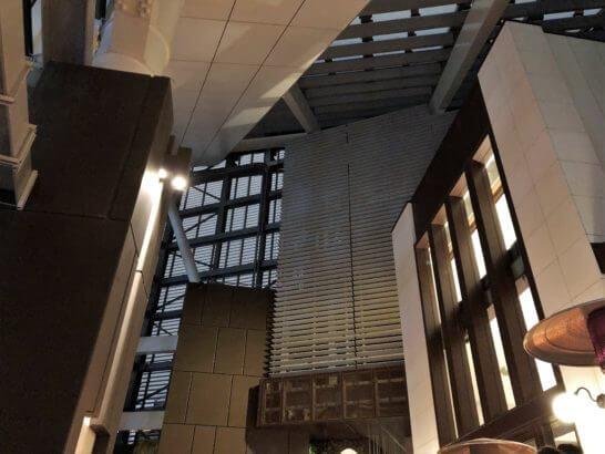 アンダーズ東京のルーフトップバーの天井