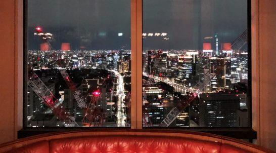 アンダーズ東京のタヴァンのカクテルゾーンの夜景