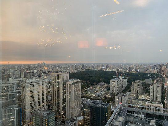 アンダーズ東京のタヴァンからの夕焼け
