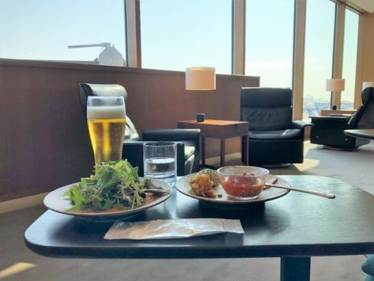 羽田空港のキャセイラウンジの食事