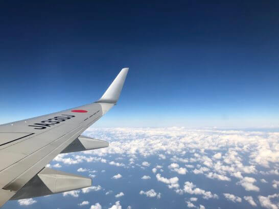 JALの翼と青空と雲