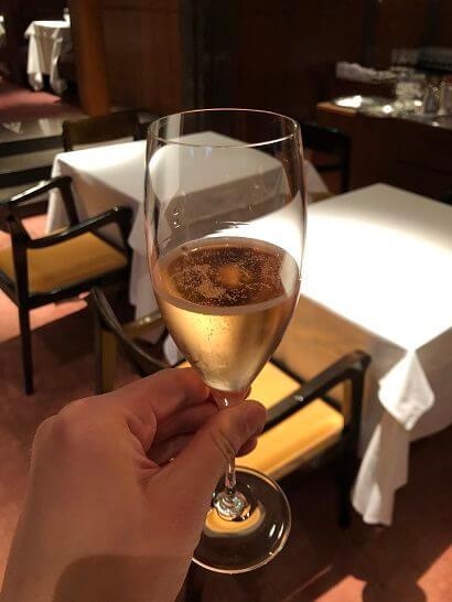 ラグジュアリーソーシャルアワー(パークハイアット東京)のシャンパン3杯目