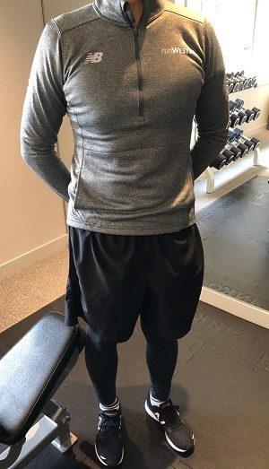 ウェスティンホテル東京のレンタルトレーニングウェアに着替えた男性