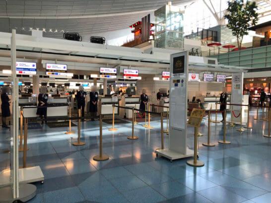 羽田空港国際線のJGCチェックインカウンター