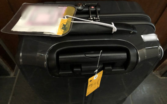 クレジットカードの手荷物無料宅配サービスで自宅に届いたスーツケース