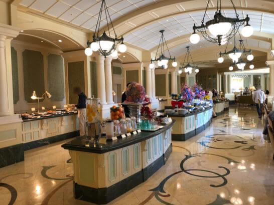 東京ディズニーランドホテルの朝食の料理コーナー