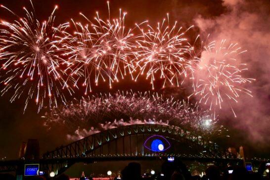 オーストラリアのシドニーハーバーブリッジ ニューイヤー花火