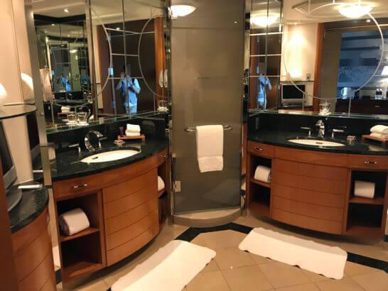 ザ・リッツ・カールトン東京のデラックスルームの洗面台