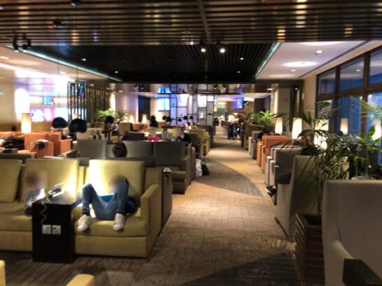 Dnata Loungeのソファーゾーン