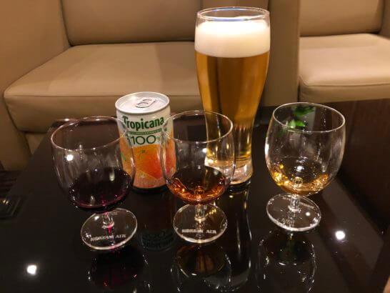 KAL Business Class Lounge(関空)の生ビール・ジュース・赤ワイン・ブランデー・ウイスキー
