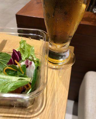 サラダとビール(サクララウンジ)