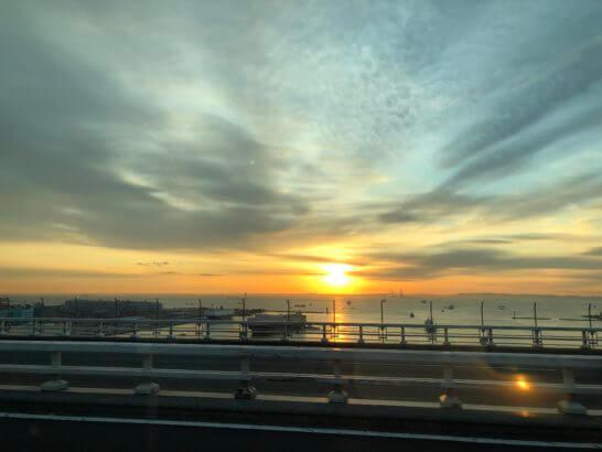 羽田空港へ向かう湾岸の道路
