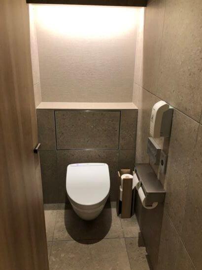 伊丹空港のJALダイヤモンドプレミアラウンジのトイレ (5)