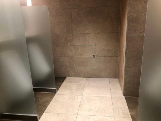 伊丹空港のJALダイヤモンドプレミアラウンジのトイレ (1)