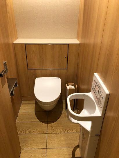 伊丹空港のサクララウンジのトイレ (大)
