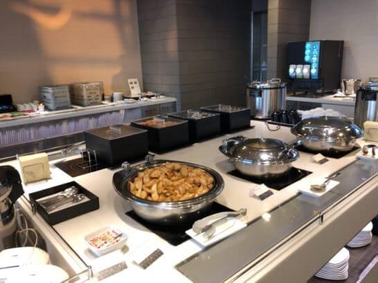ANAラウンジ(羽田空港国際線)の食事コーナー