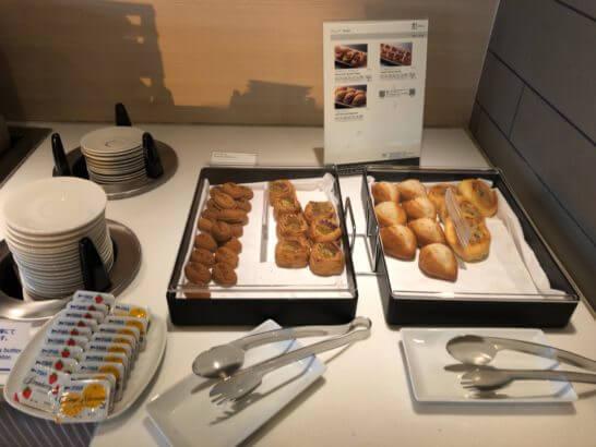 羽田空港国際線のANAラウンジのパン