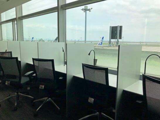 ANAラウンジ 羽田空港国内線(本館南)ビジネスエリアの個室風デスク