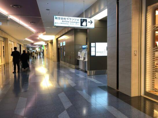 羽田空港国際線ターミナル 110番ゲート付近の廊下
