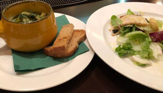 USJの貝料理とサラダ