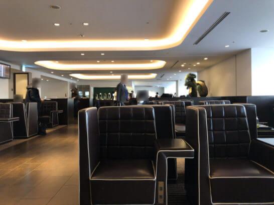 羽田空港ダイヤモンドプレミアラウンジ(南ウイング)のソファー席