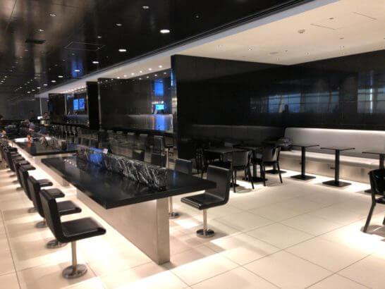 ANAラウンジ(羽田空港国際線)のカウンター席
