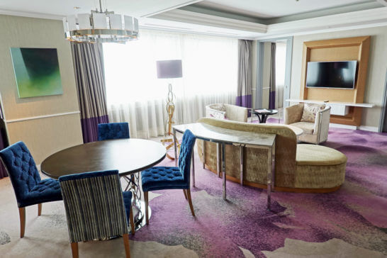 東京マリオットホテルのプレジデンシャルスイートのリビングルーム