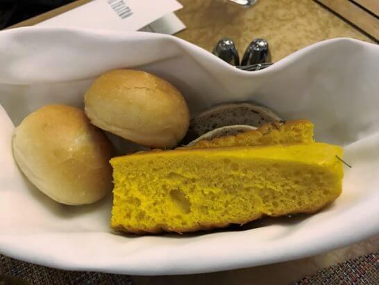 椿山荘のイル・テアトロのパン