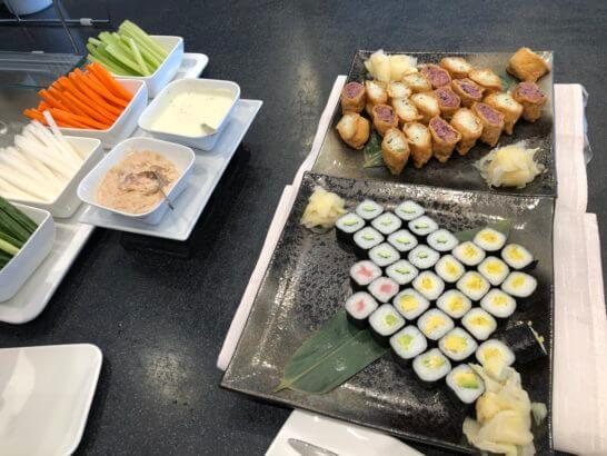 デルタスカイクラブ(成田空港)のお稲荷と海苔巻き