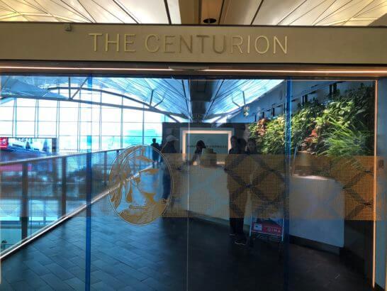 香港国際空港のアメックスのセンチュリオンラウンジの入り口