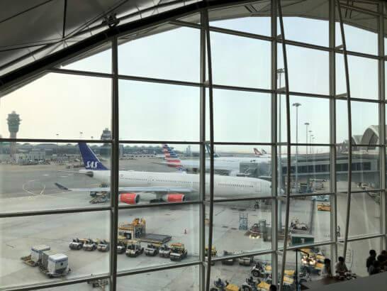 香港国際空港アメックスのセンチュリオンラウンジからの眺め