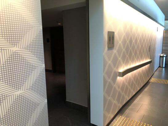 香港国際空港アメックスのセンチュリオンラウンジのシャワー・トイレの入り口