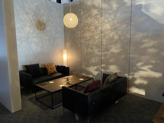 東京離宮 アメックス センチュリオンラウンジのソファー席 (1)